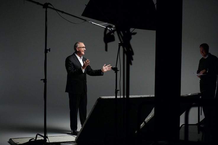 Joe Navarro during photoshoot at Body Language Academy